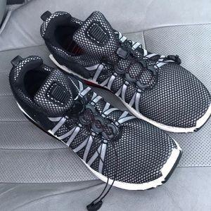Men's NIKE tennis shoe